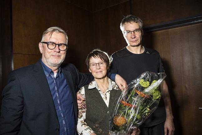 Seura-lehden toimittaja Hannu Toivonen, Otavan kustannustoimittaja Soila Kirkkala ja Helsingin Sanomien toimitussihteeri Matti Huuskonen kukitettiin HSJ:n vuosikokouksessa maaliskuussa.