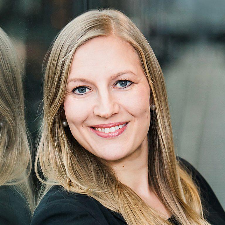 Etäjohtamisen asiantuntija Ulla Vilkman.